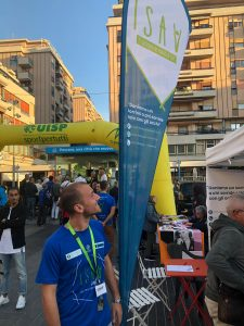 Volontario isav in una maratona a Pescara